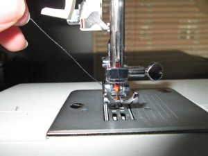 Setting up your sewing machine properly is important for any beginner learning to sew on a sewing machineSetting up your sewing machine properly is important for any beginner learning to sew on a sewing machine - Sew Me Your Stuff