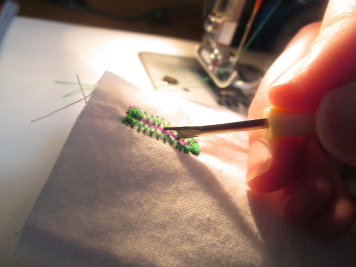 Working with sewing notions is important for a beginner learning how to sew a buttonhole - Sew Me Your Stuff